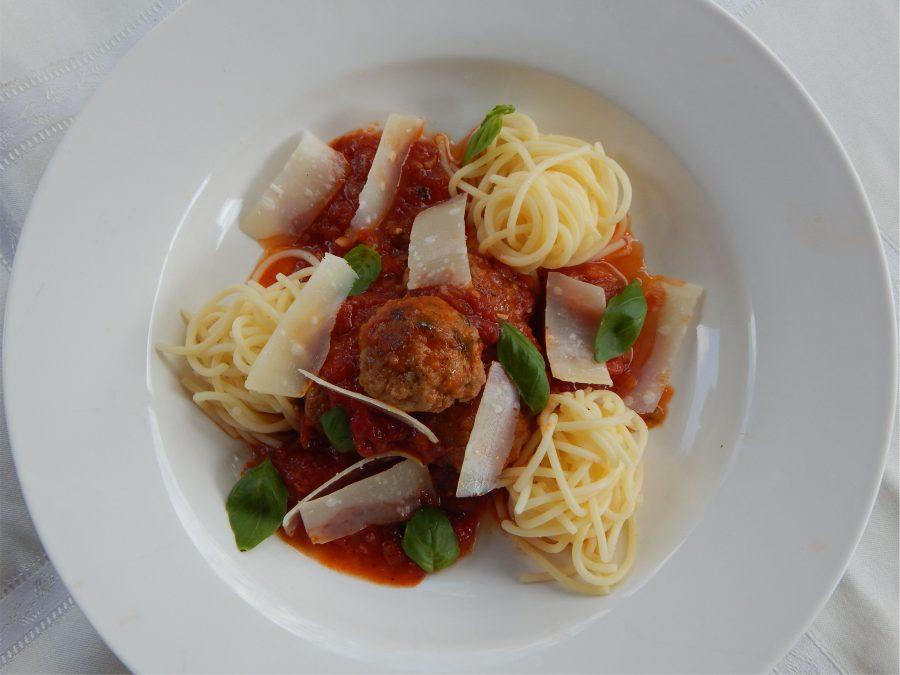 Tökmagos húsgombóc rusztikus paradicsom mártással Nutrifree Spagettivel