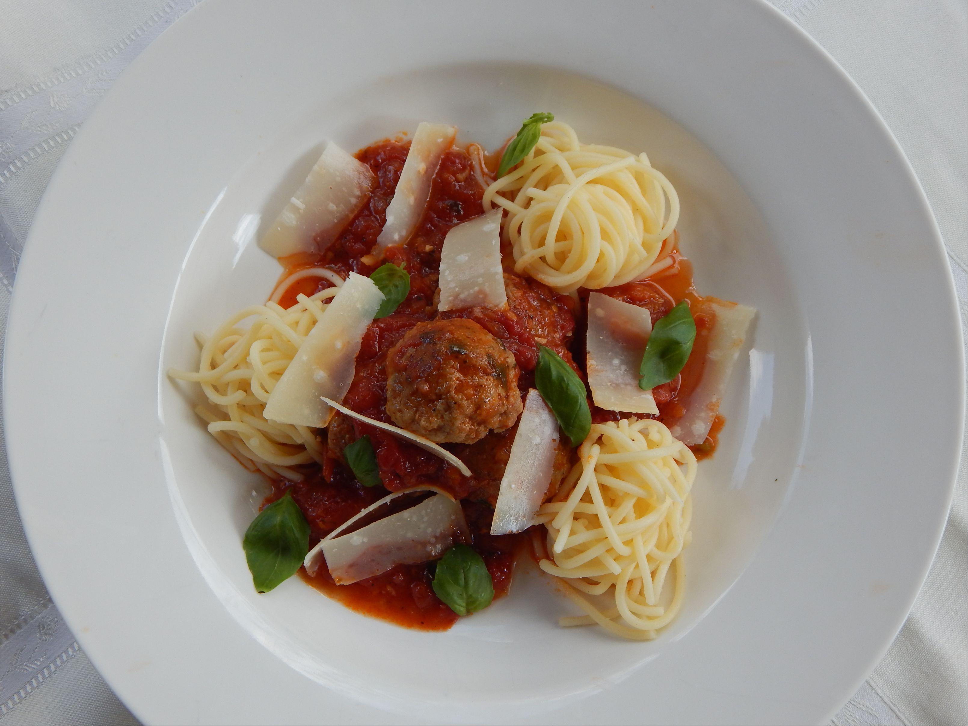 Tökmagos húsgombóc rusztikus paradicsom mártással Nutri Free Spagettivel