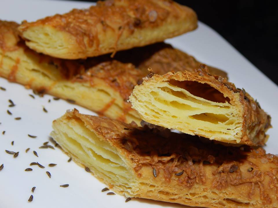SAJTOS RÚD (vajas-leveles tészta )